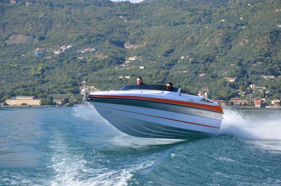 Tullio Abbate Mito 23 - Il motore è un V8 a benzina da 320 cv