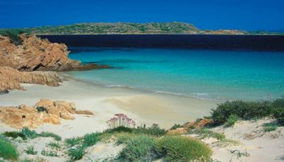 Sette spiagge da non perdere che raccontano la sardegna for Sardegna budoni spiagge