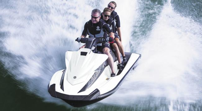 Yamaha-VX-Cruiser-EU-Pure-White-Action-001
