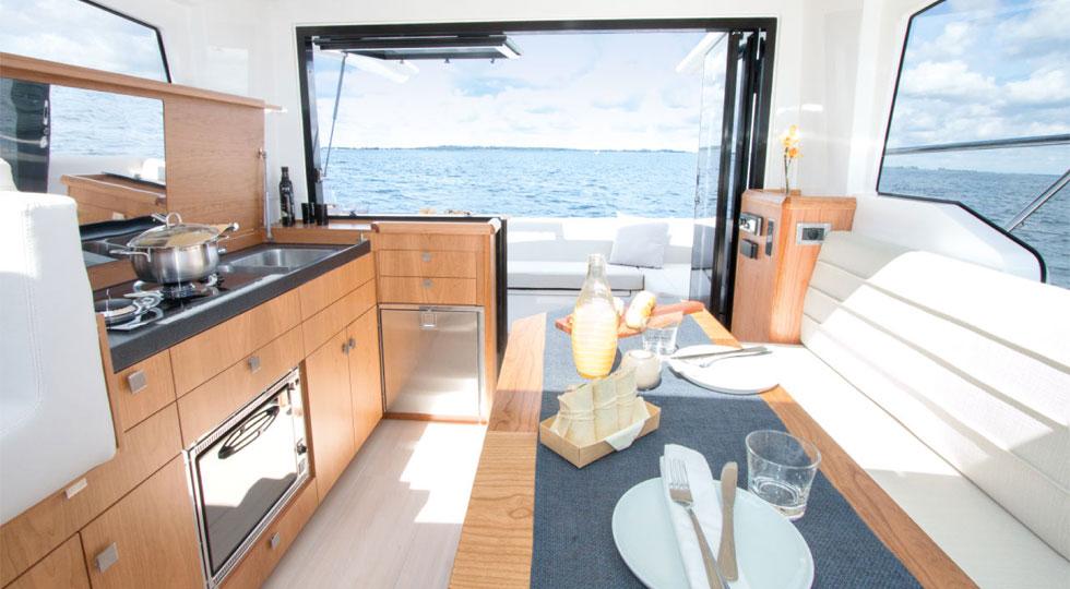 Sealine-Sport-Cruiser-C330