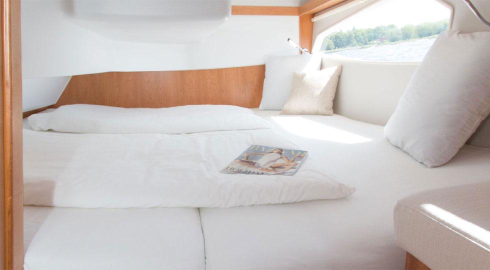 Sealine-Sport-Cruiser-C330_cabin