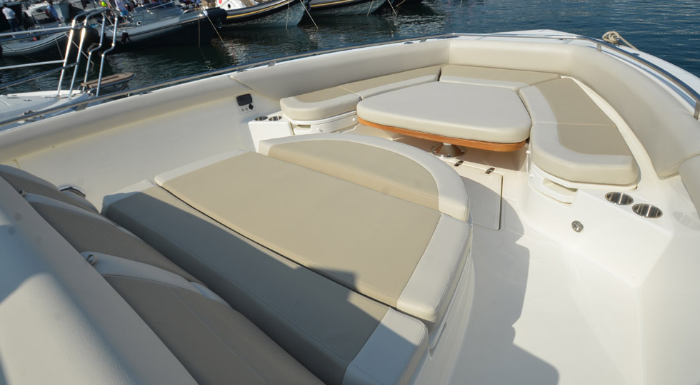 boston-whaler_420-outrage_4
