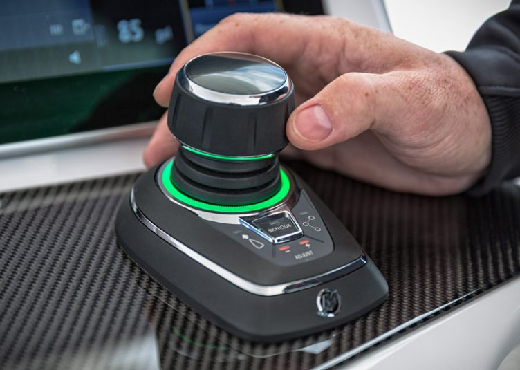 mercury-joystick-piloting-system_1
